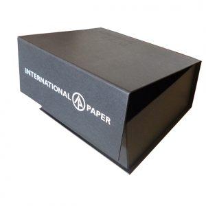 02 caixa book fechamento com imã, com impressão em serigrafia.