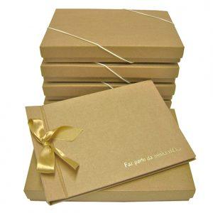 11 album de fotos com caixa personalizada, gravação em hot-stamping dourado.