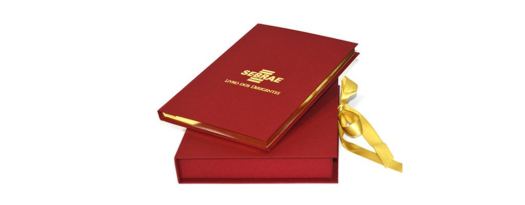 Livro de ouro com gravação em hot stamping e corte dourado (2)