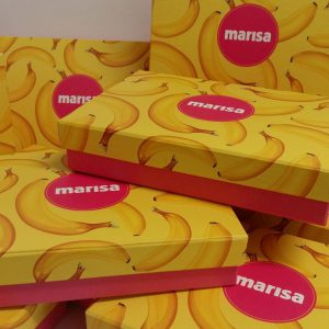 Caixa Marisa, modelo tampa solta, impressão personalizada com laminação na tampa, fundo em papel color plus